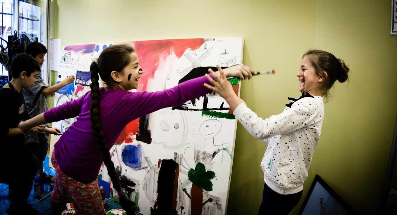 syrian-kids-having-fun-drawing
