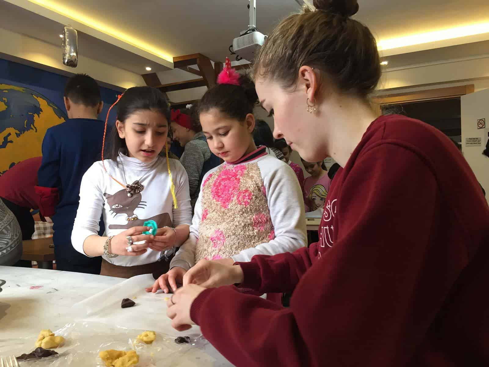 german-volunteer-helps-volunteer-work-syrian-refugees-istanbul-turkey