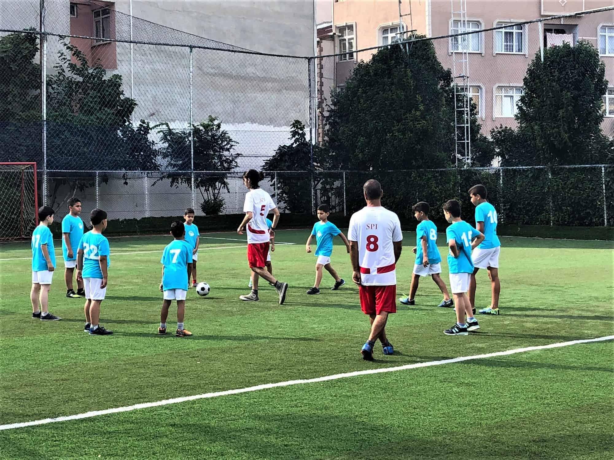 istanbul-syrian-refugee-football-team-spi (4)