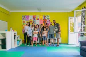 group-photo-syrian-refugees-community-center